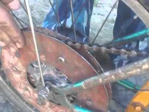 видео: Велосипед с двиготелем от бензопилы дружба