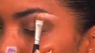 Beyonce's Electric Eye Shadow Thumbnail