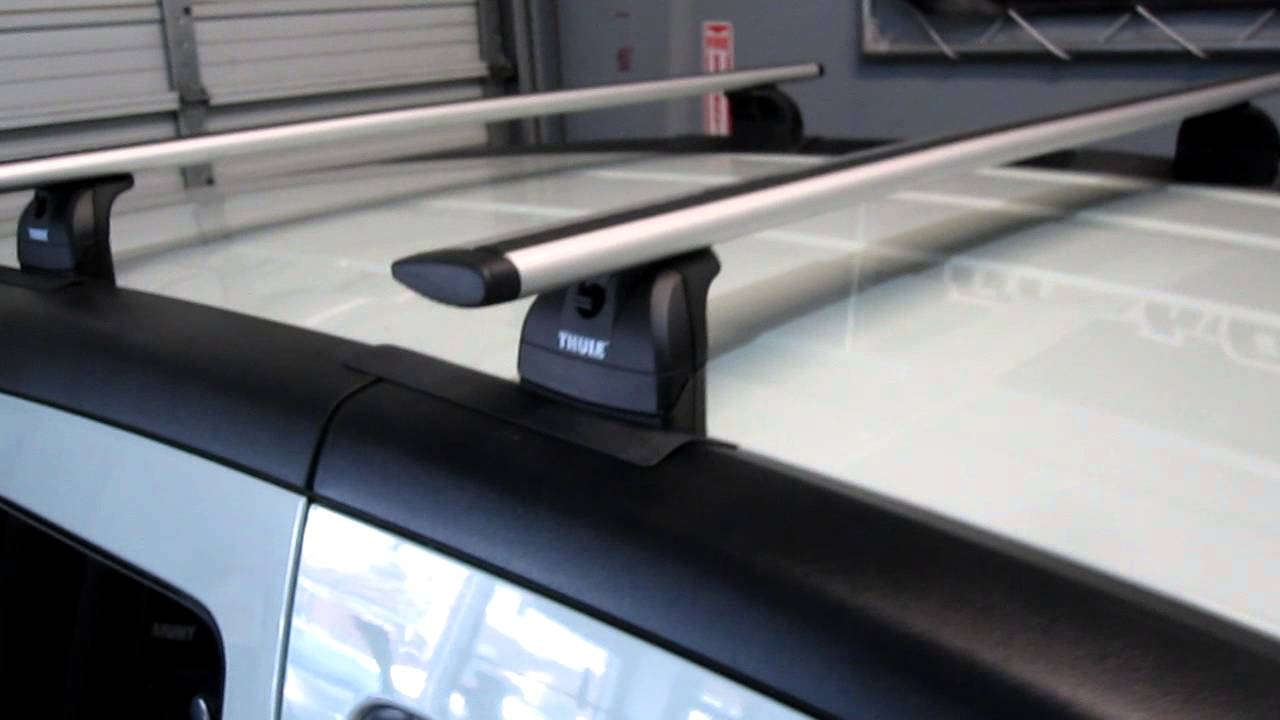 Honda Element with Thule 460R Podium AeroBlade Roof Rack