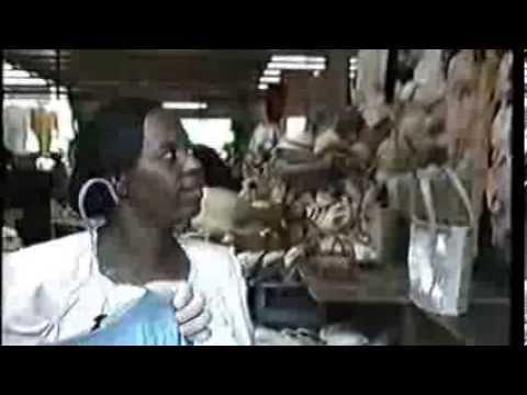 1987   Bahamas   Shopping in the Straw Market