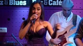 Baixar Por Um Grande Amor - Adriano Trindade feat Gabriela Melim (DVD Live in Prague)