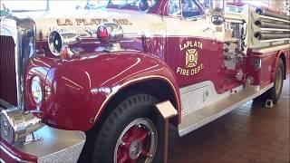 1963 mack b 70 pumper truck