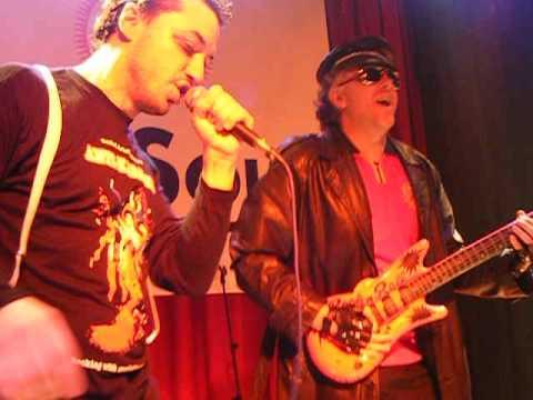 """Manolito Metal y Rigodon cantan """"Pussy"""" en AK Madrid Junio 2010"""