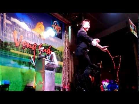 Trình diễn ảo thuật - Tuấn Anh - Liên đoàn Xiếc Việt Nam