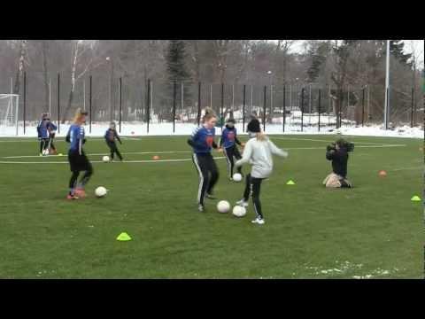 DR Ultra på tv optagelse hos Hillerød Damefodbold