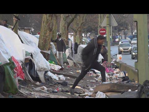 Rue et camps de fortune : des salles d'attente pour des milliers de demandeurs d'asile à Paris