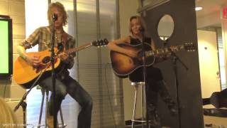 """Sheryl Crow - """"Easy"""" acoustic duo @ Spotify HQ in NYC - with Peter Stroud"""