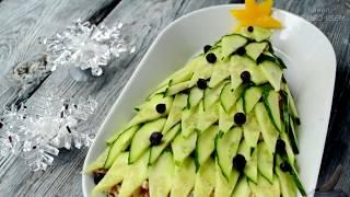 Новогодний салат Ёлочка с курицей, грибами и яичными блинами