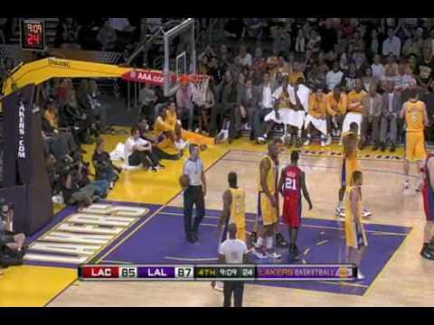 [BB] Blake Griffin Posterizes DJ Mbenga vs Lakers (10.18.09)