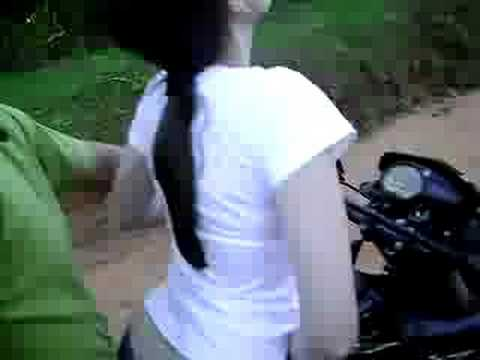 Andando de moto quase pelada 2 1