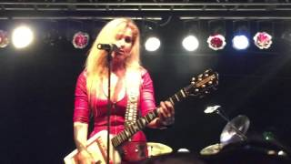 Lita Ford Living Like a Runaway