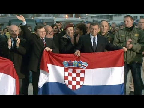 Croatia/Serbia: Gotovina returns home after war crimes acqui