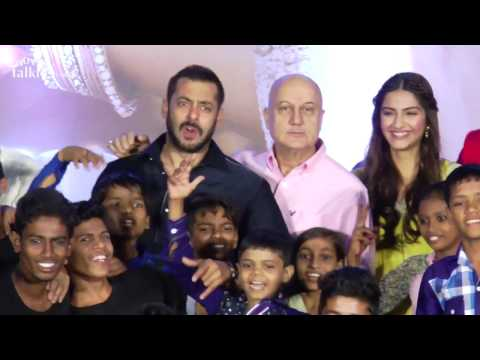 Salman Khan's CRAZY Dance With Slum KIDS On Prem Ratan Dhan Payo Songs