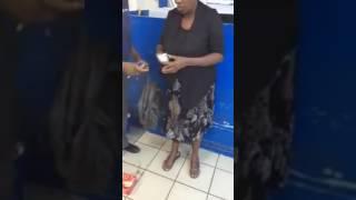 Mama Mwizi Amekamatwa Supermarket,, Aficha Vitu Sehemu,,,