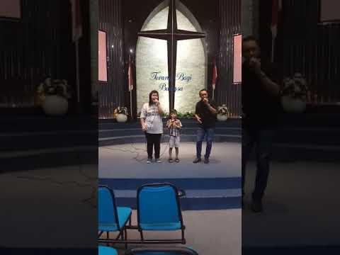 Bersama Keluargaku melayani Tuhan