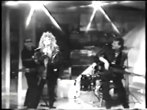 BONNIE TYLER - Hide your heart [Official Music Video] HQ