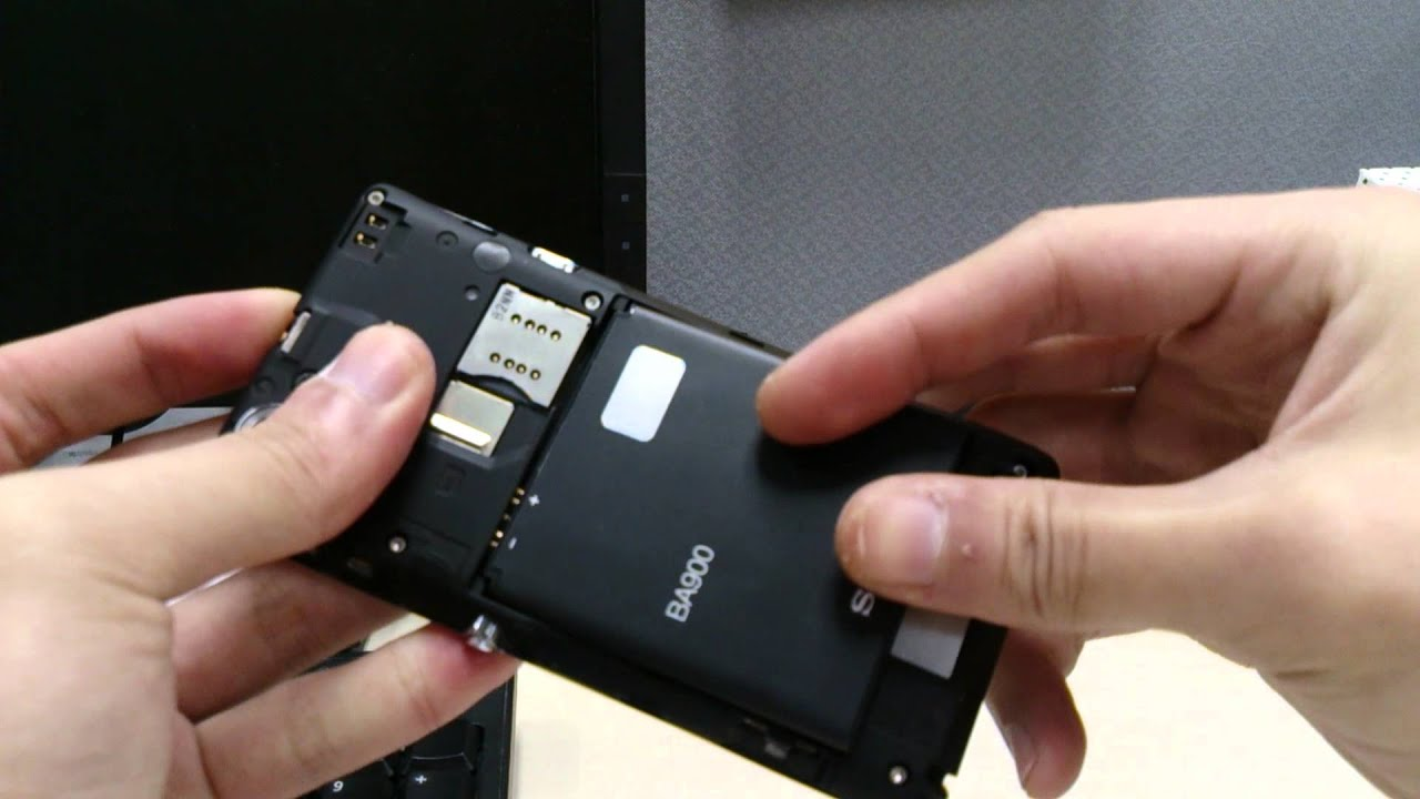 huge discount 15fb8 ea2ed Sony Xperia L - Removing back cover.