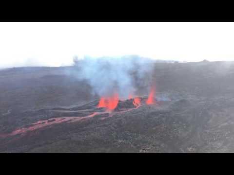 Volcan - Le Piton de la Fournaise est en éruption