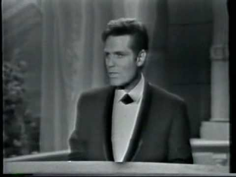 Jack Lord accepts an Oscar in 1964
