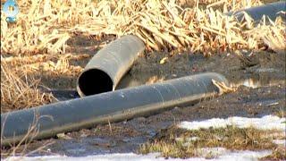 На улице Северной в городе Обь прорвало канализационную трубу, по которой сливают отходы(, 2016-04-04T09:18:25.000Z)