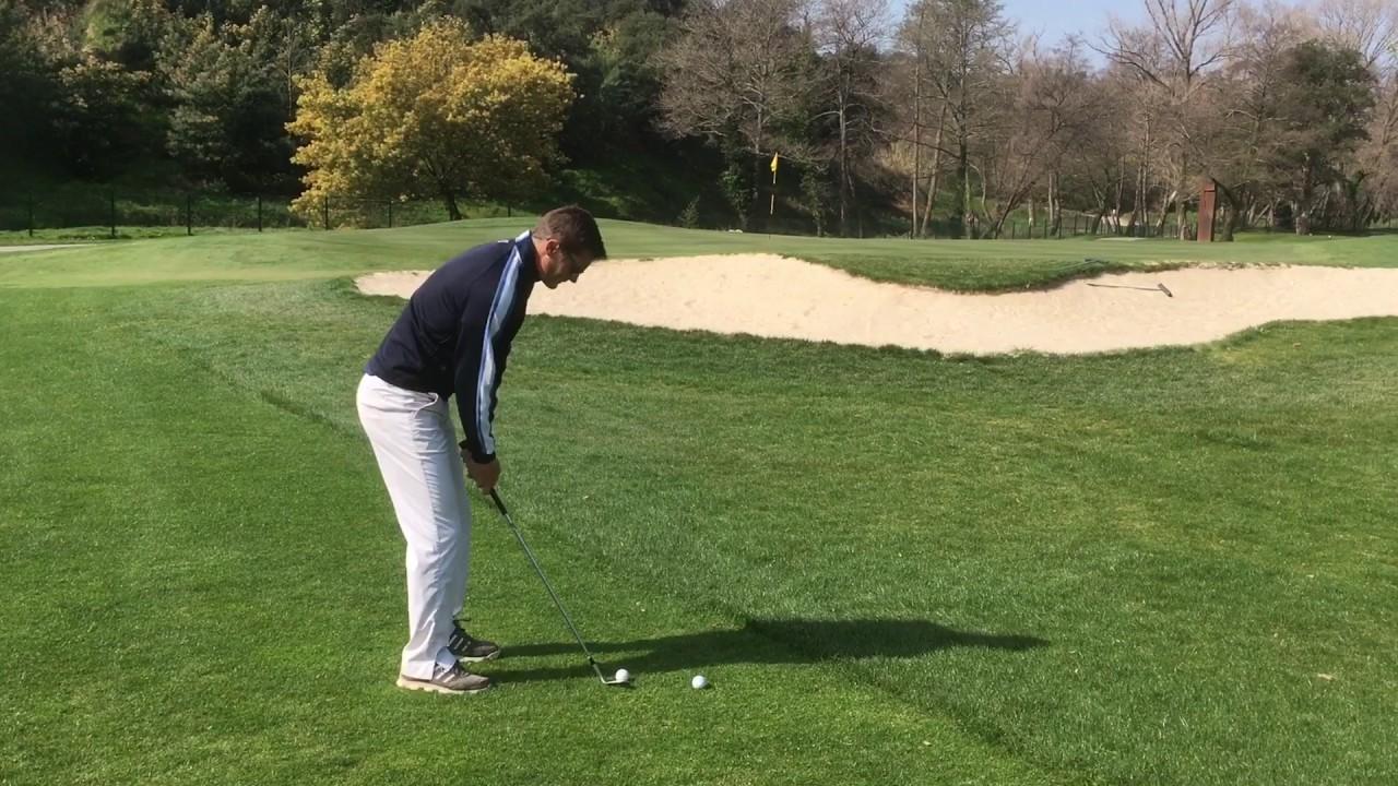 Golf - Lever la balle au Sandwedge -