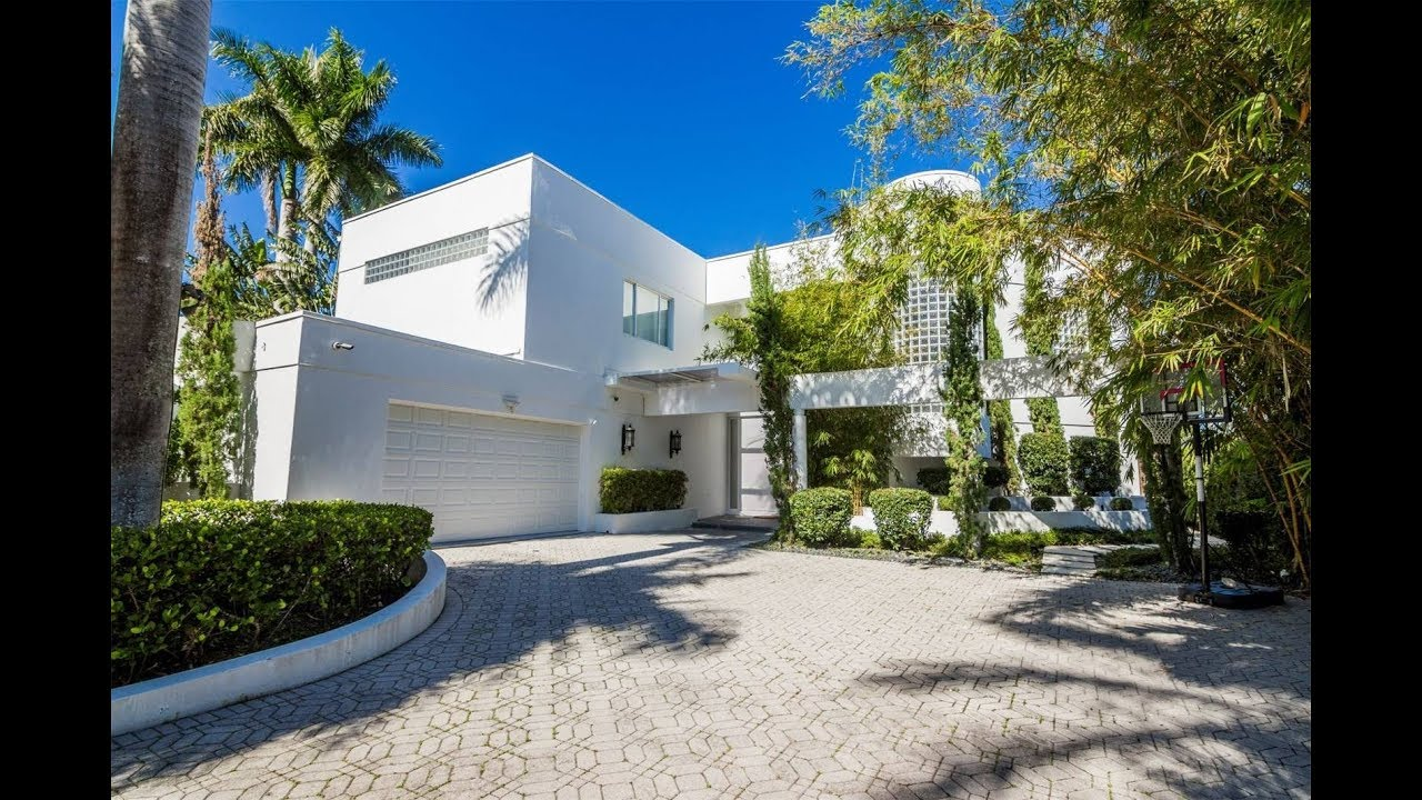 Inviting Waterfront Home In Hollywood, Florida