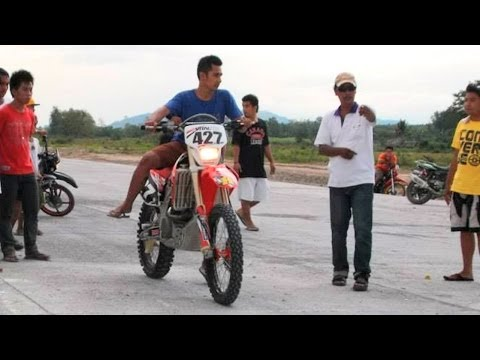 Drag racing Honda CRF450 vs Honda 125cc Moped vs Motocross