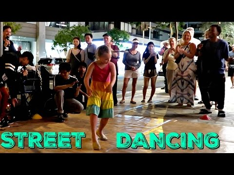 Street Performance In Waikiki