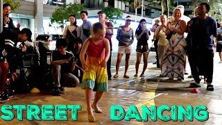 Street Performance In Waikiki