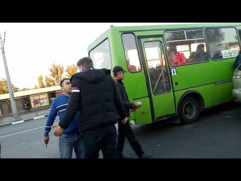 Ненормальный  водитель автобуса против бизнесмена на лексусе