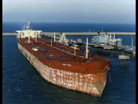 Knock Nevis : The Journey of the World's Largest Ship from Japan to