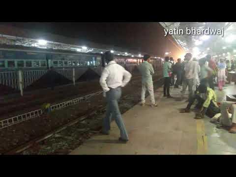 19717 jaipur chandigarh express arrived at Alwar railway station