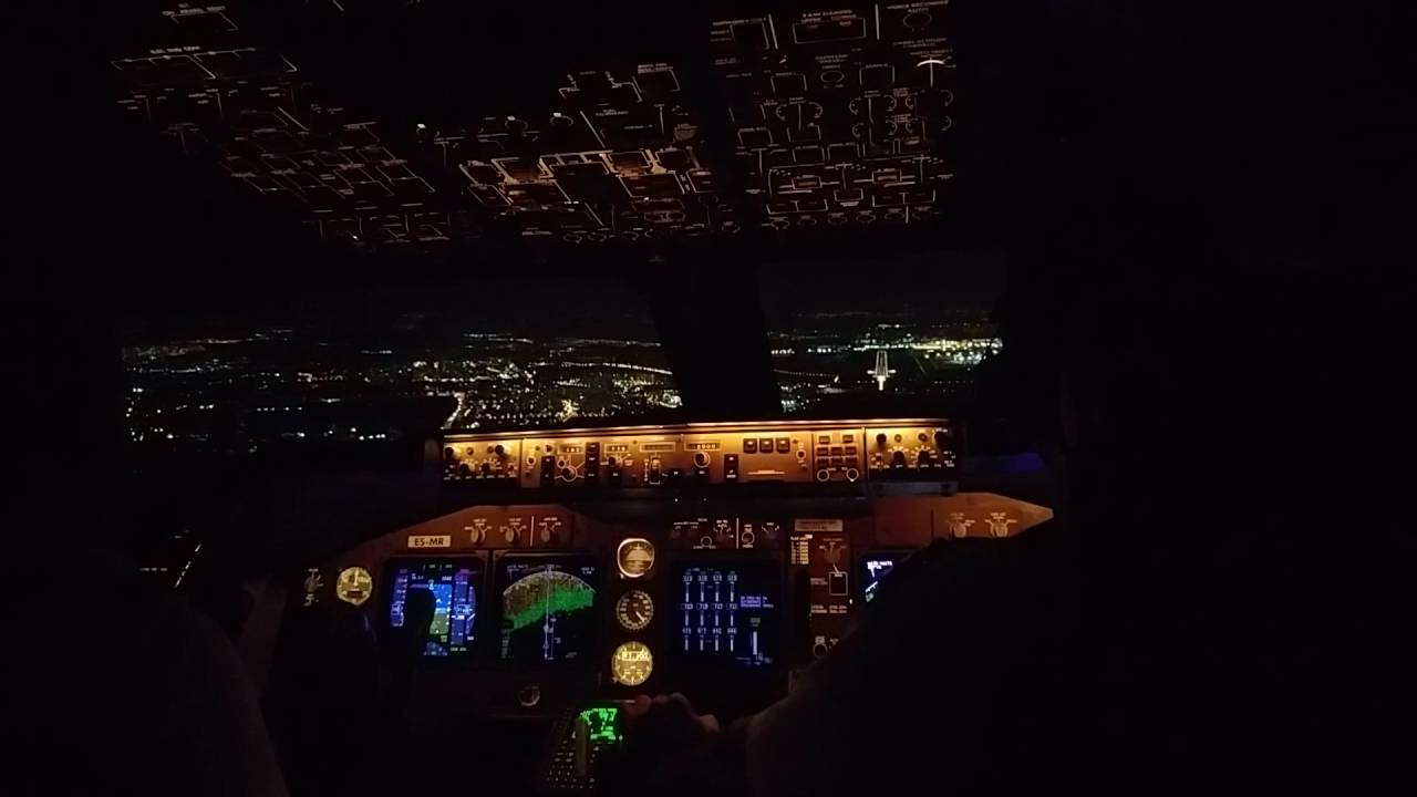 Boeing 747-400, landing checklist, and land
