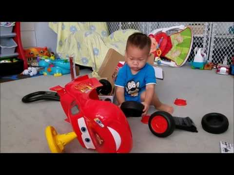 Unboxing & Assembling Disney Pixar Cars Lightning McQueen Ride-On Car Toy