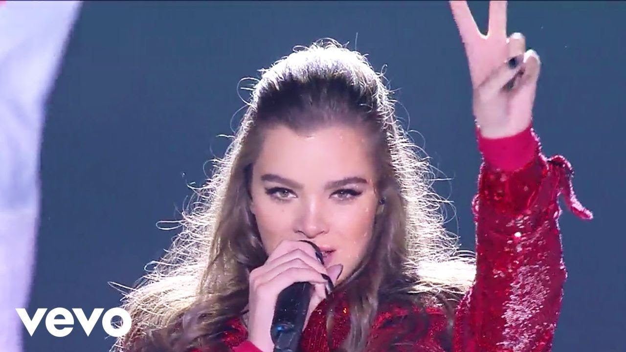 Hailee Steinfeld - Most Girls (Live at Indonesian Choice Awards 2018 NET 5.0)