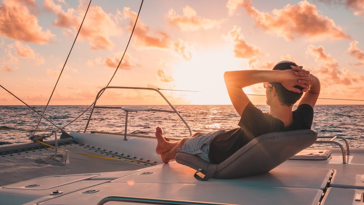 super-chill-downwind-sailing-a-swollen-sailor-sailing-french-polynesia