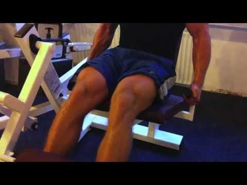 Beine trainieren im Fitnessstudio