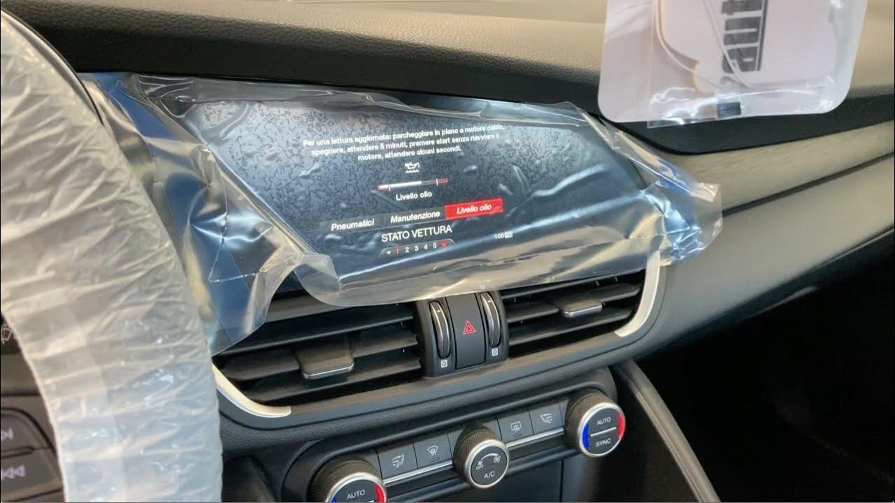 Download Come ho sostituito fuori garanzia lo schermo dell'Alfa Giulia, pagando solo la mano d'opera