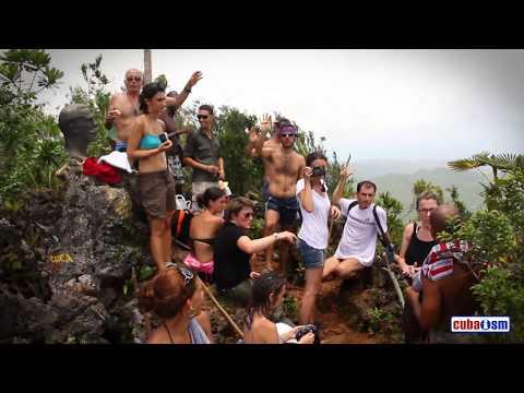 Hiking up El Yunque - Baracoa - Cuba - 007v01