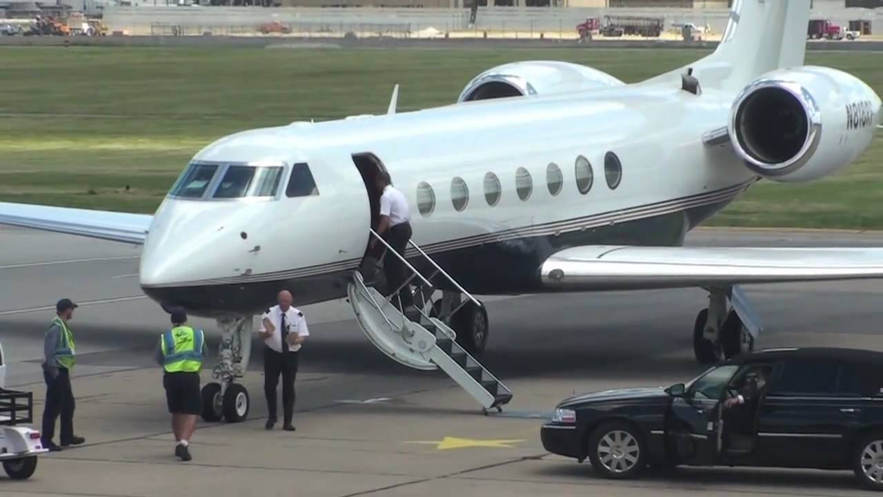Gulfstream G550 With Jay Z Avery Johnson New Jersey Nets Arriving For Lebron