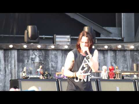 "Slash , "" Anastasia "", rock on the range 2015 , may 15 , crew staduim columbus ohio"