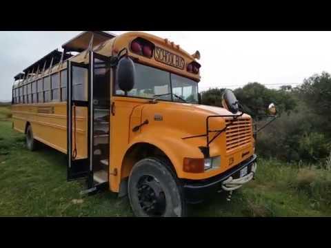 Кемпер из школьного автобуса. Fablabnomads SchoolBus Camper