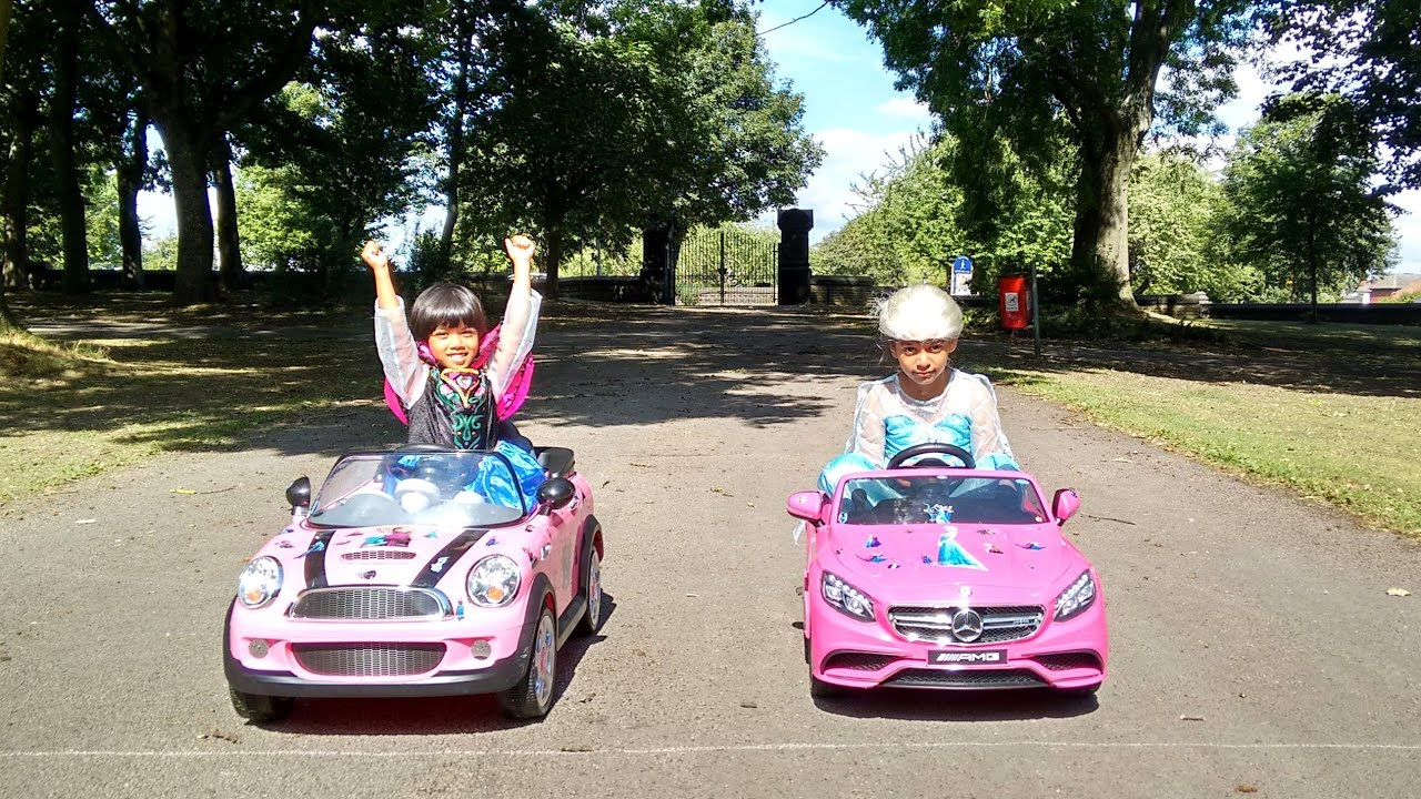 Little girl elsa and anna race pink mini cooper vs for Pink mercedes benz power wheels