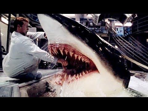 美女为开发新药,造出变异鲨鱼,会用诡计还猎杀人类,科幻片《深海变种》