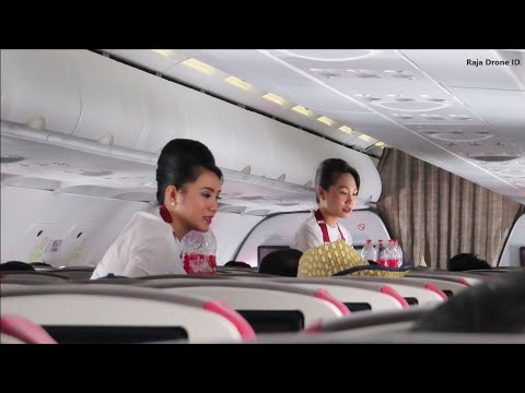 Pramugari Batik Air Membagikan Makan - Pesawat Airbus A320 Rute Makassar - Sorong ID 6288