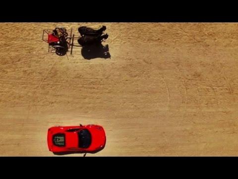 """Ferrari contro biga, la sfida tra """"cavalli"""" a Cinecittà World"""