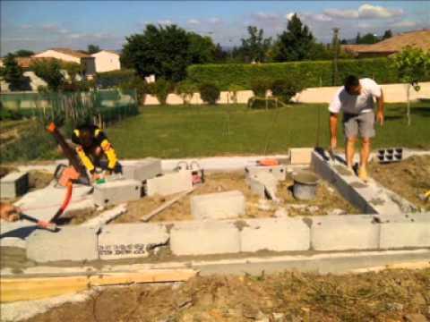 Maison ossature bois les fondations youtube for Maison ossature bois