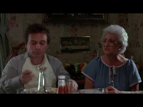 Dinner at mother's house - Goodfellas (1990)