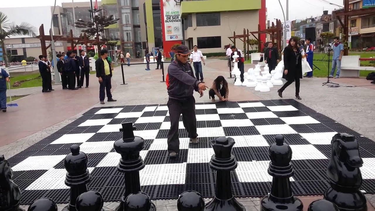 Inauguraci n del ajedrez gigante en la municipalidad de for Ajedrez gigante jardin