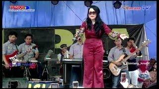 Rita Sugiarto & Delpia Music menghibur warga Kades Cinta Manis